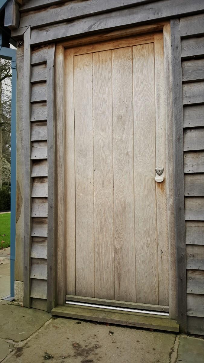 Banham Lock Installation On An Oak Door