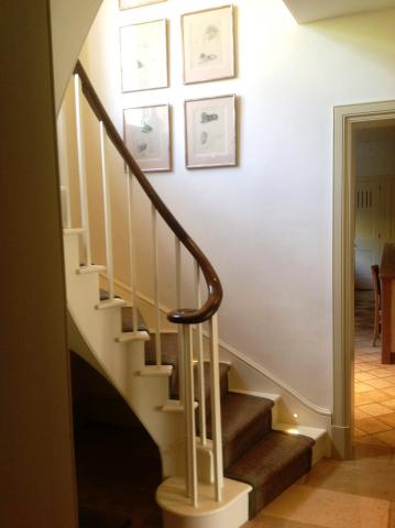 Bottom step of curved stairs